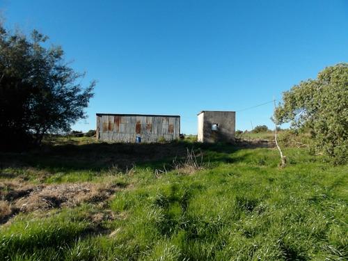 campo muy bien ubicado, con vivienda modesta,tajamar