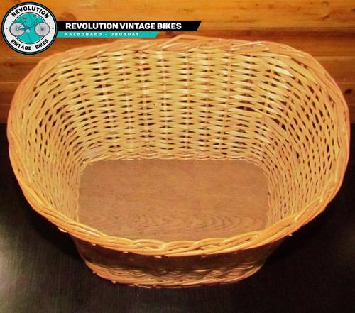 canasto de mimbre para bicicleta  (base de madera)