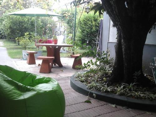 carmelo hostel & garden, propiedad con servicio de comidas.