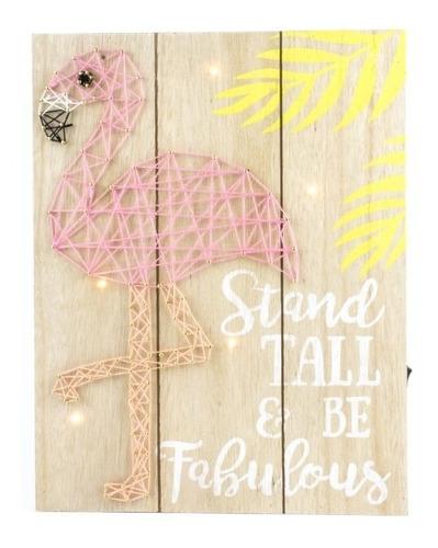 cartel de madera con luz flamenco