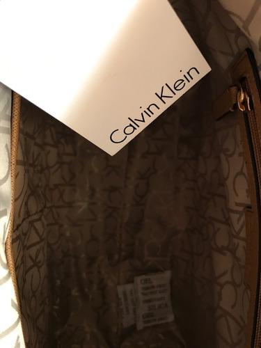 5b378da8d Cartera Calvin Clein ! Medidas 32x26x15 Alto Al Cierre - $ 2.500,00 ...