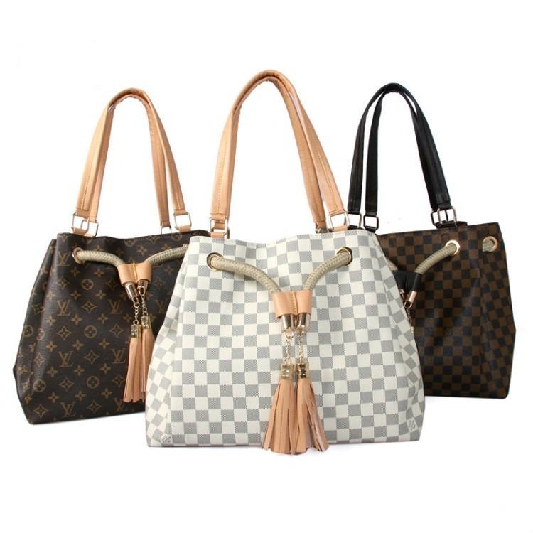 fe5664dd2 Carteras Louis Vuitton Varios Modelos Pvc (por Pedido) - $ 3.000,00 ...