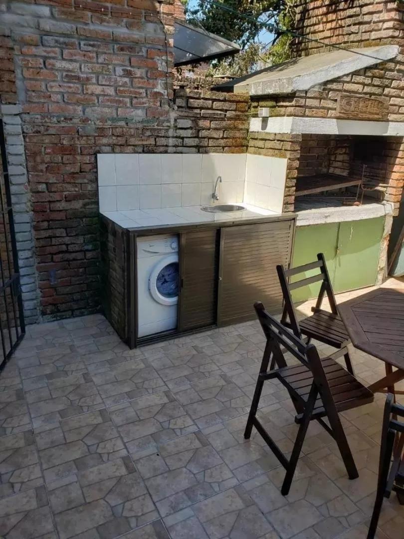casa 2 dorm, jardín y fondo en complejo cerrado. excelente!!