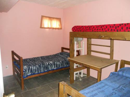 casa,  2 dormitorios, cocina-comedor y baño, parrillero