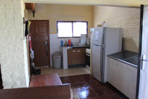 casa 2 dormitorios , cocina living comedor , parrillero