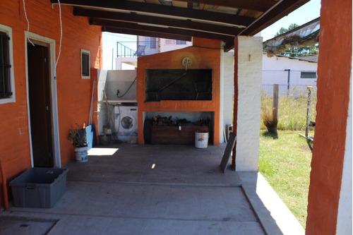casa 2 dormitorios , cocina living comedor , parrillero a/ac