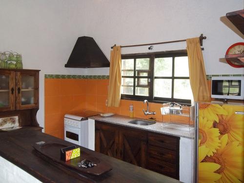 casa 2 dormitorios, living comedor, baño, alero de estar