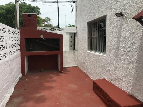 casa 2 dormitorios y patio con parrillero