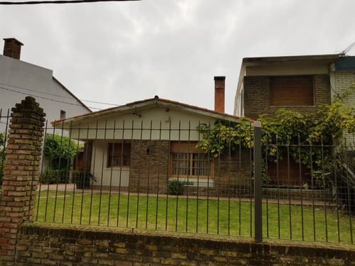 casa 4 dormitorios, 2 baños, piscina, garaje, 750 m.terreno