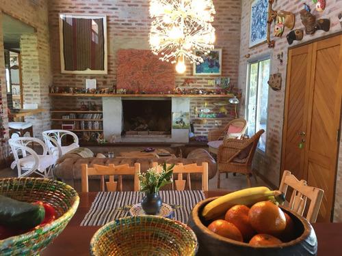 casa 5 ambientes y 3 baños con piscina y parrillero