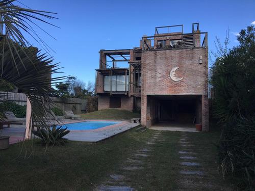 casa 5 dorm sobre el mar de la pedrera. piscina, bbq, y mas