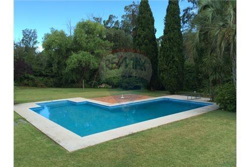 casa 5 dormitorios con piscina en punta del este