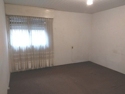 casa a frente con amplio garaje