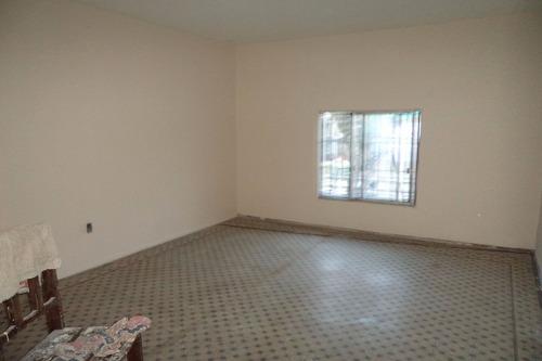 casa central - casa sobre san martin mas local u$s 98.000