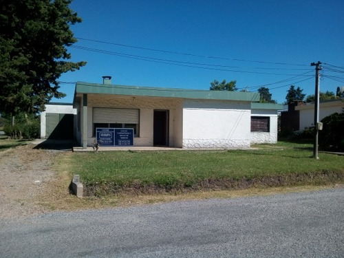 casa céntrica en colonia valdense. ref: 5.201