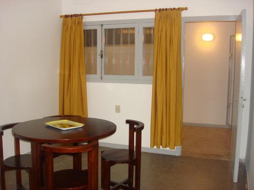 casa centro  de altantida, a 4 cuadras de la playa mansa.