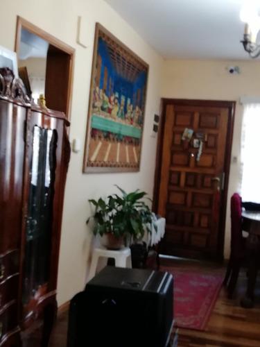 casa con 4 amientes, 2 dormitorios y taller. cód206