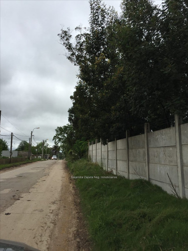 casa con gran terreno cercano a zonamerica