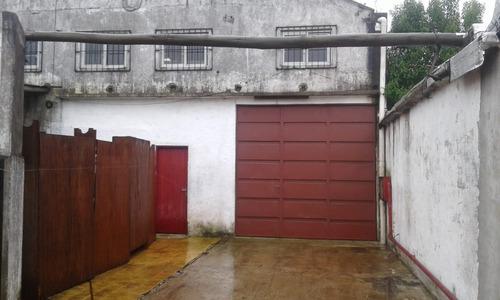 casa con importante local (depósito) en maldonado centro