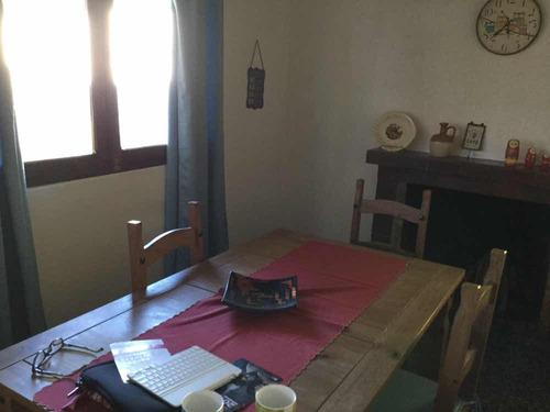 casa con jardín 2 dormitorios 4 cuadras de la playa.
