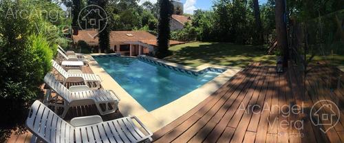 casa con piscina, 4 dormitorios en alquiler en  punta del este - cantegril a 4 cuadras del mar.