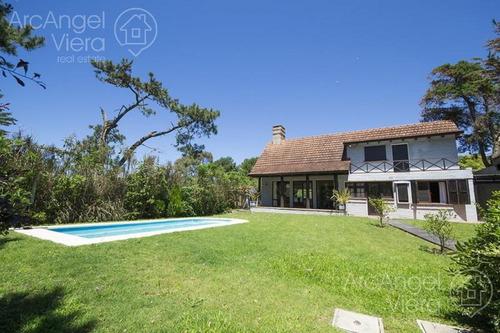casa con piscina cerca al mar en  rincón del indio- playa brava -punta del este