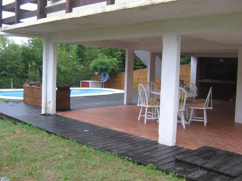 casa con piscina. dos dormitorios, a 3 cuadras de la playa.