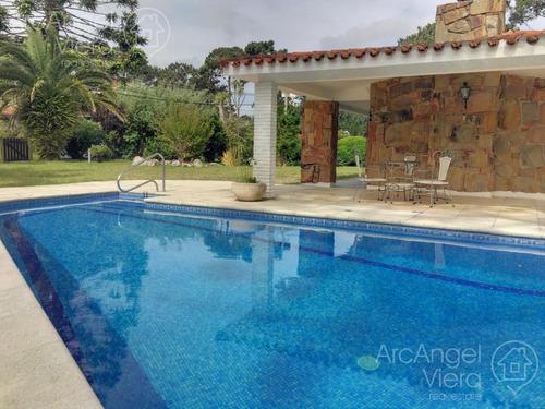 casa con piscina en alquiler  en  punta del este - lugano, cerca punta shopping / en venta