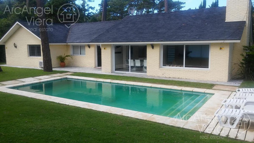 casa con piscina en alquiler - venta en punta del este-  playa mansa