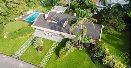 casa con piscina en alquiler -venta  playa mansa - punta del este