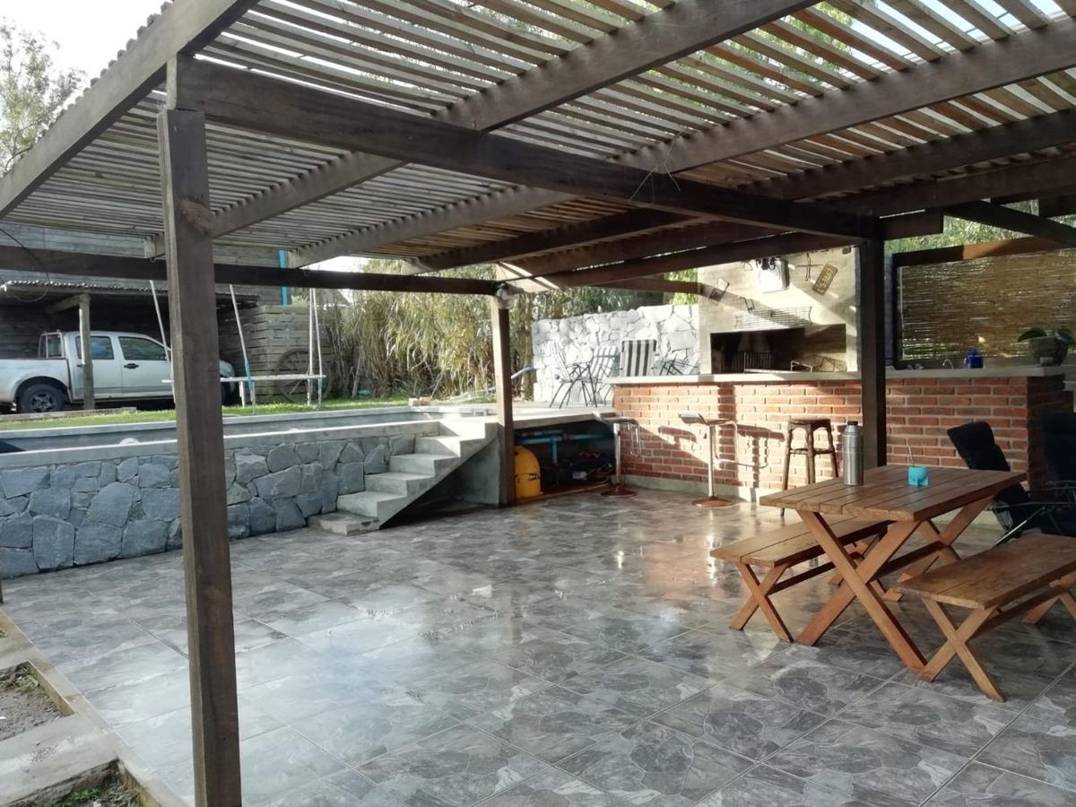 casa con piscina en pirapolis
