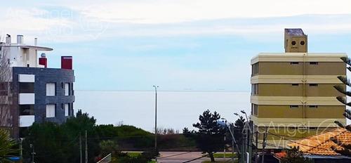 casa con piscina y vista al mar a una cuadra de la  playa mansa, punta del este