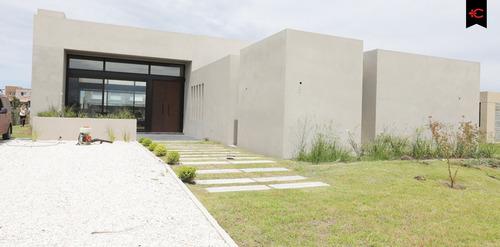 casa con renta en viñedos de la tahona ref.: 5243