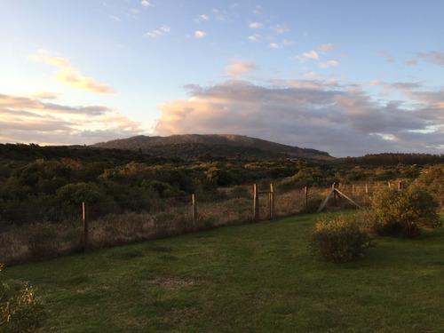 casa con vista a los cerros en punta colorada, piriápolis..