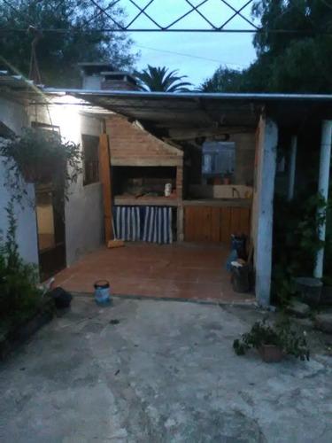 casa , coqueta con jardin, barbacoa, fondo , etc.