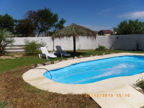 casa c/piscina calefacc. a 1 cuadra de playa en aguas dulces