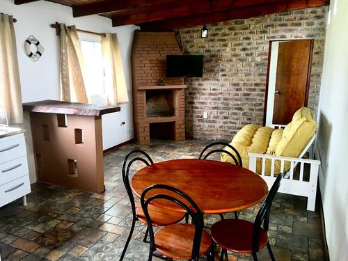 casa de 2 dormitorios con estar grande ideal para 5 personas