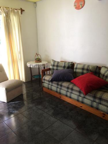 casa de 4 ambientes en buen estado.