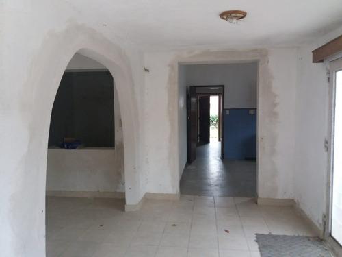 casa de 5 ambientes mas apartamento de 2 ambientes y cochera