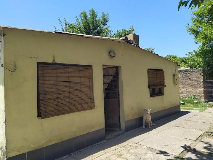 casa de dos dormitorios, amplio patio cerrado