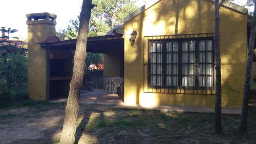 casa del country amarilla