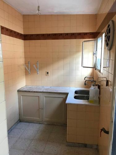 casa dos dormitorios y servicio en mejor zona del prado!