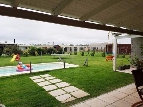 casa en 1 planta 3 dormitorios parrillero. piscina segurid