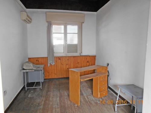 casa en alquiler a 30 mts. de la plaza
