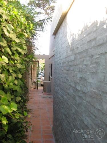 casa en alquiler anual  en punta del este- en venta a una cuadra del mar en punta del este  - playa mansa