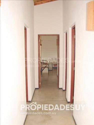 casa en alquiler de 3 dormitorios y dep. servicio - 2 baños en punta del este