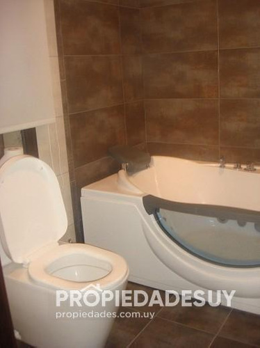 casa en alquiler y venta de 4 dormitorios y dep. servicio - 4 baños en punta del este