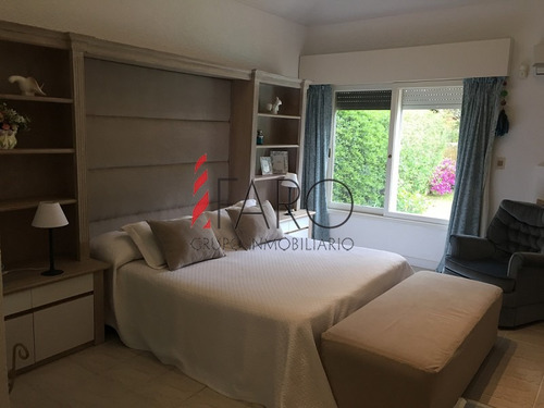 casa en brava 4 dormitorios y servicio, jardín con piscina y parrillero - ref: 34129