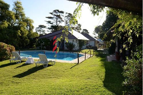 casa en jardines de córdoba 5 dormitorios con gran jardín con piscina y parrillero - ref: 33719