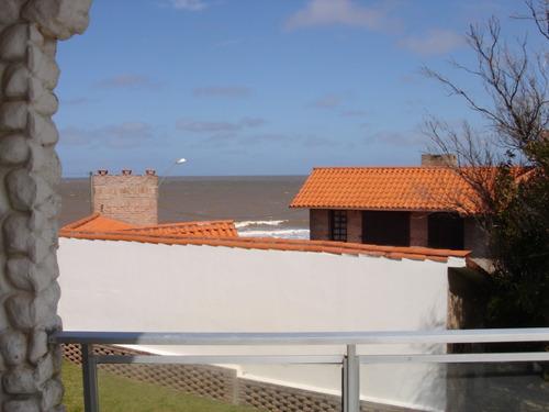 casa en la floresta con vista al mar y 50m del mar